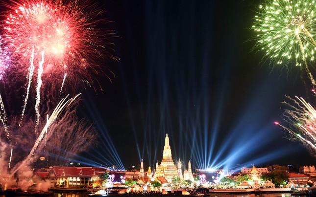 Pháo hoa rực rỡ khắp thế giới chào đón năm mới 2016 - ảnh 8