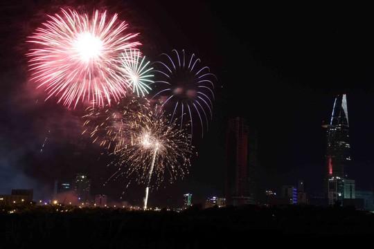 Pháo hoa rực rỡ khắp thế giới chào đón năm mới 2016 - ảnh 19