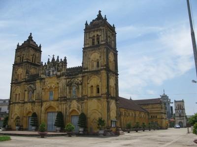 Vẻ đẹp có một không hai của Nhà thờ đổ 'Trái Tim' Nam Định - ảnh 1