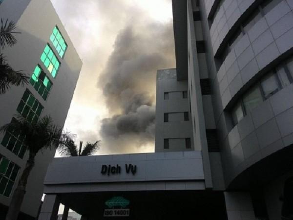 Cháy kinh hoàng ở tòa nhà Toyota Mỹ Đình - ảnh 1