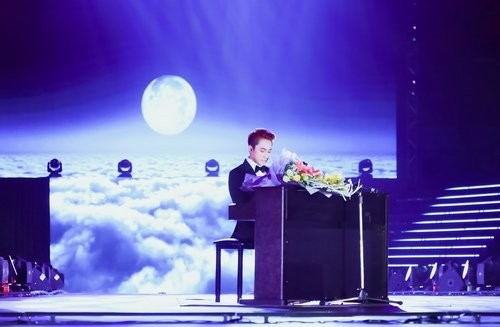 Sơn Tùng hát live 'Bèo dạt mây trôi' tặng bà của mình - ảnh 1