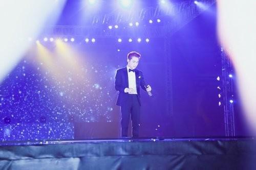 Sơn Tùng khóc nức nở ngay giữa sân khấu khi hát tặng bố mẹ - ảnh 3