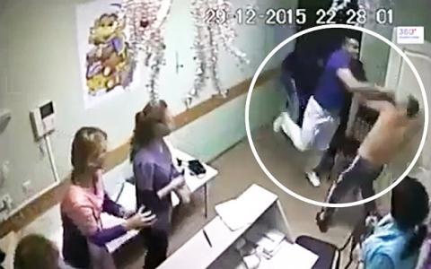 Sốc với clip bác sĩ ra tay đấm chết bệnh nhân - ảnh 1