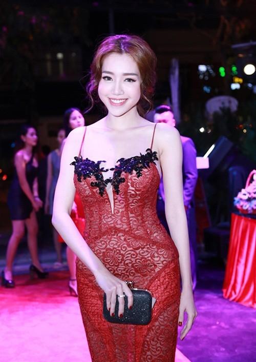 Elly Trần đọ dáng bên Huyền My sau thời gian sinh con - ảnh 2