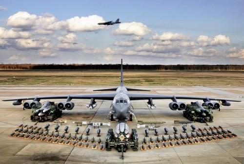 Cận cảnh máy bay B-52 Mỹ bay trên bán đảo Triều Tiên [VIDEO] - ảnh 2