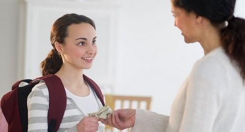 Giật mình khi cha mẹ dùng tiền dạy nhân cách cho con