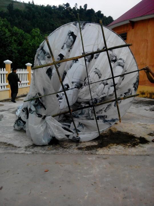 Lại xuất hiện vật thể lạ hình cầu rơi xuống Quảng Nam gây xôn xao - ảnh 3