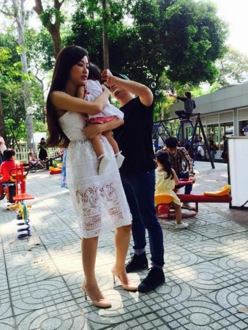 Elly Trần tái xuất gợi cảm, Ngọc Trinh khoe lưng trần nuột nà - ảnh 9