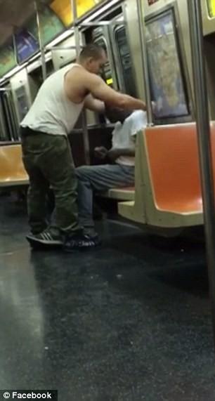Video chàng trai mặc áo cho người vô gia cư hút hơn 9 triệu lượt xem - ảnh 3