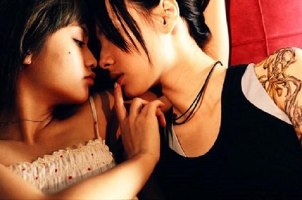 Đủ trò thác loạn của hội đồng tính nữ đưa 'người yêu' vào cuộc chơi - ảnh 1
