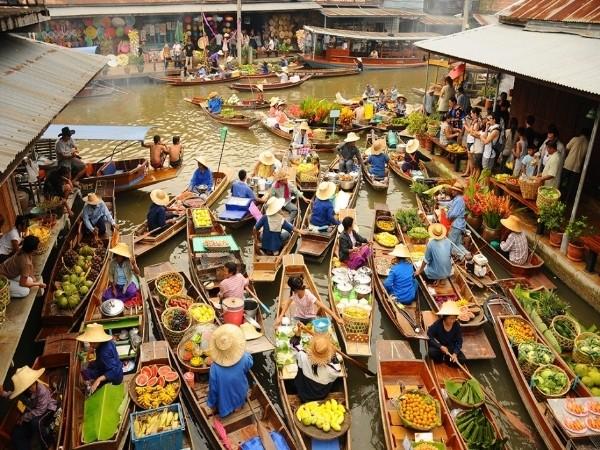 Vũ điệu đa sắc của những phiên chợ nổi trên thế giới - ảnh 1