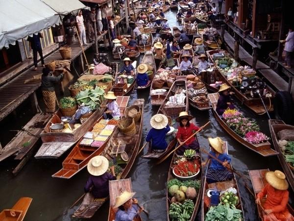 Vũ điệu đa sắc của những phiên chợ nổi trên thế giới - ảnh 2