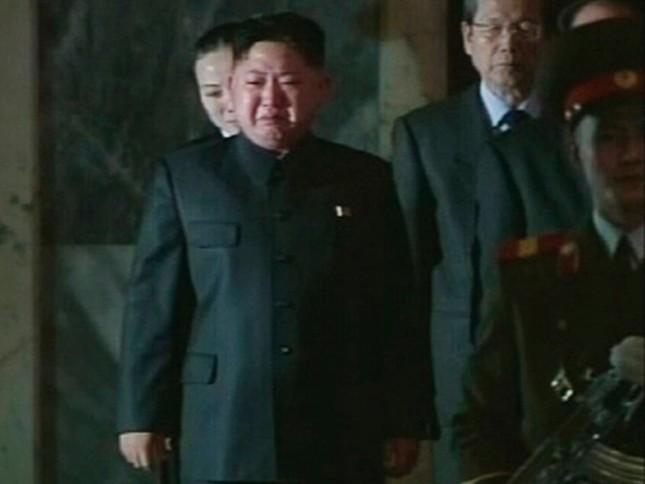 Những khoảnh khắc rơi lệ của các nguyên thủ quốc gia - ảnh 3