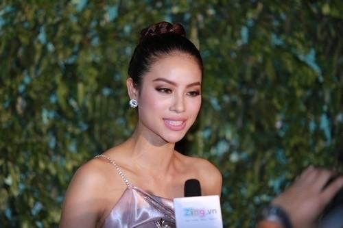 Phạm Hương nhẹ nhàng 'đánh bật' thảm đỏ Zing Music Awards - ảnh 8