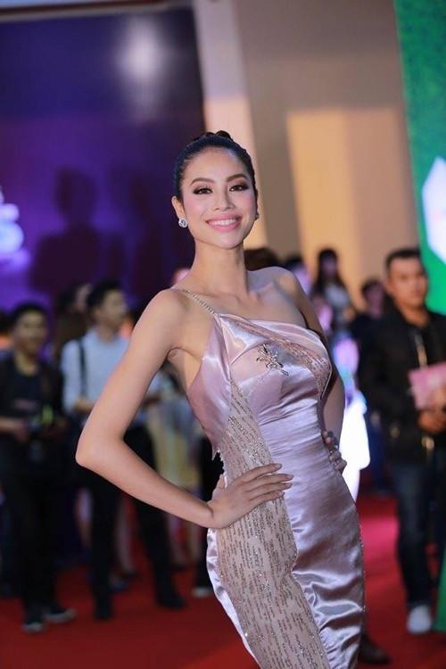 Phạm Hương nhẹ nhàng 'đánh bật' thảm đỏ Zing Music Awards - ảnh 3
