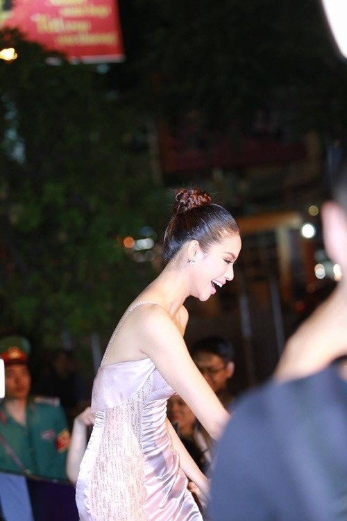 Phạm Hương nhẹ nhàng 'đánh bật' thảm đỏ Zing Music Awards - ảnh 9