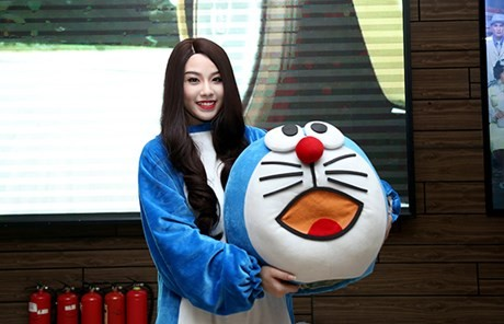 Hot girl Linh Miu ra phố 'bán' 5k/1 lần ôm - ảnh 3