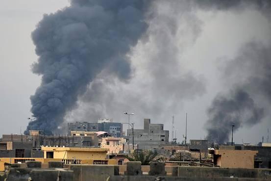 Mỹ không kích kho tiền của IS - ảnh 1