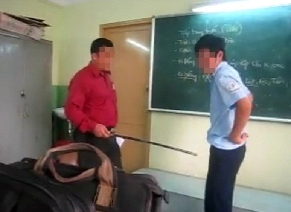 Giáo viên đổ nước vào miệng học sinh cần phải đi khám tâm lý - ảnh 1