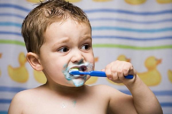 4 tác hại ghê gớm phải biết khi dùng nhiều kem đánh răng - ảnh 1