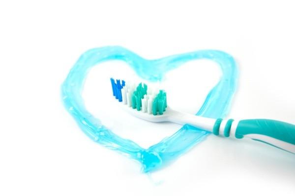 4 tác hại ghê gớm phải biết khi dùng nhiều kem đánh răng - ảnh 3