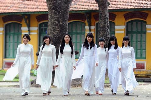 TP HCM khuyến khích học sinh mặc áo dài vào ngày đầu tuần