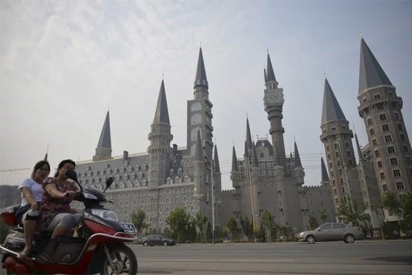 Những công trình nổi tiếng thế giới bị Trung Quốc làm nhái - ảnh 13