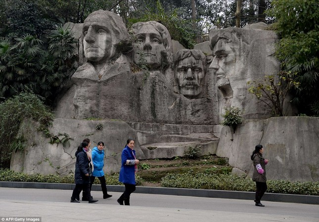 Những công trình nổi tiếng thế giới bị Trung Quốc làm nhái - ảnh 8