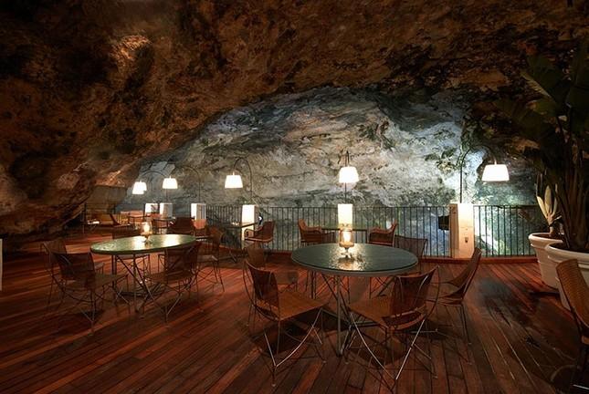 Thưởng thức bữa tối với nhà hàng xây trong hang đá - ảnh 5
