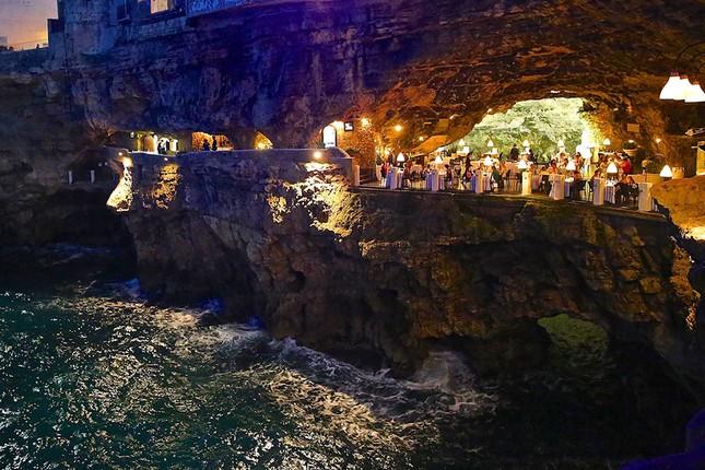 Thưởng thức bữa tối với nhà hàng xây trong hang đá - ảnh 4
