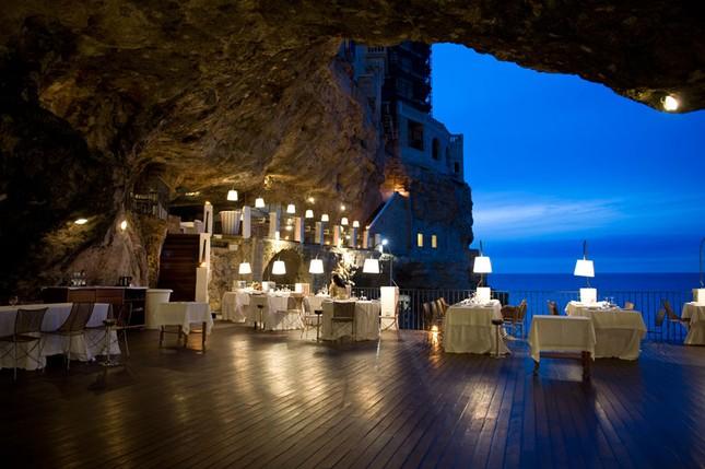 Thưởng thức bữa tối với nhà hàng xây trong hang đá - ảnh 2