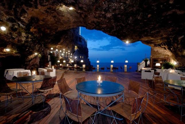 Thưởng thức bữa tối với nhà hàng xây trong hang đá - ảnh 10