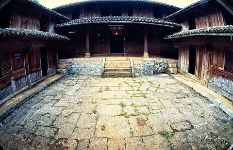 Lạc bước vào 'lâu đài' bí ẩn nhất cao nguyên đá Đồng Văn - ảnh 2