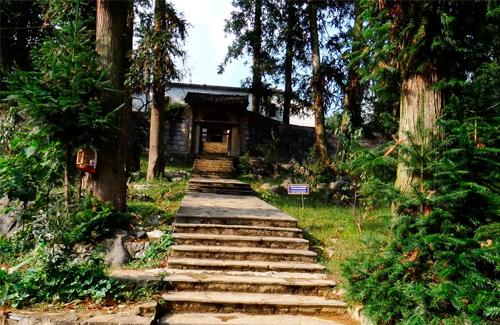Lạc bước vào 'lâu đài' bí ẩn nhất cao nguyên đá Đồng Văn - ảnh 5