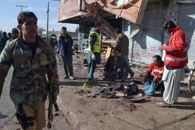 Đánh bom tự sát tại Pakistan: Hơn 30 người thương vong  - ảnh 1