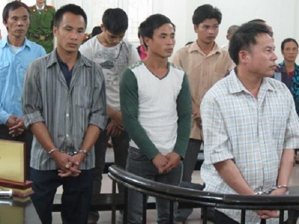 4 cha con 'dắt tay' nhau vào tù vì tiếng đài mở to - ảnh 1