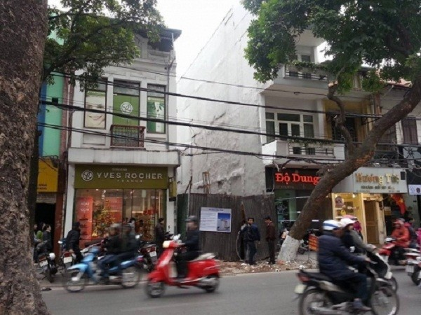 HN: Sập cẩu ở công trình trụ sở công an phường Hàng Bông - ảnh 1