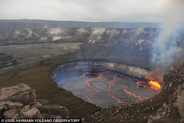 Núi lừa lớn nhất ở Hawaii bất ngờ 'đẻ trứng' - ảnh 2