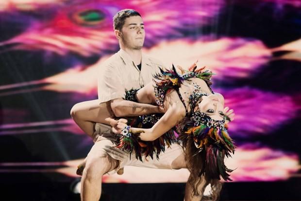 Bước nhảy hoàn vũ: Jennifer Phạm hóa nữ thổ dân gợi cảm - ảnh 3