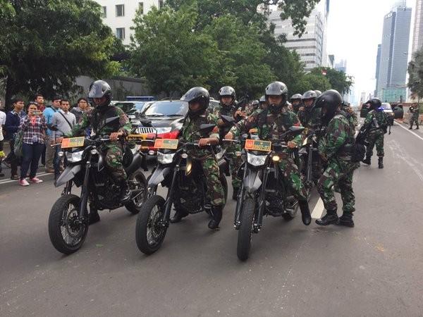 Đánh bom, nổ súng liên tiếp rung chuyển thủ đô của Indonesia - ảnh 3