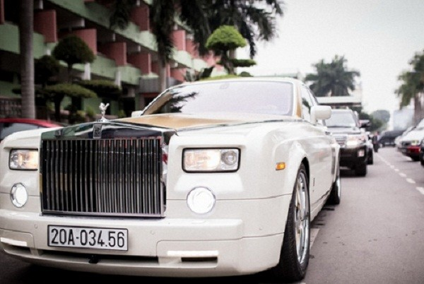 Đám cưới như cung điện, rước dâu bằng máy bay, không nhận tiền mừng - ảnh 4