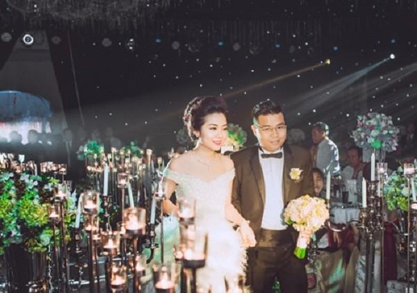 Đám cưới như cung điện, rước dâu bằng máy bay, không nhận tiền mừng - ảnh 12