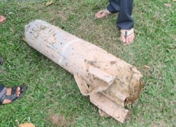 Hà Nội: Phát hiện quả bom 200 kg chưa nổ trên ruộng lúa - ảnh 1
