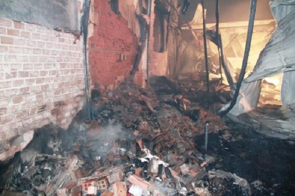 Cháy dữ dội thiêu rụi kho vải trong đêm, dân không thể tiếp cận - ảnh 5