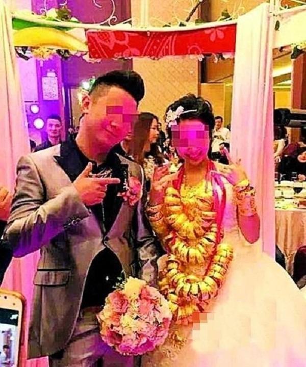 Sốc với đám cưới phong cách cổ trang, cô dâu 'gãy cổ vì vàng' - ảnh 9