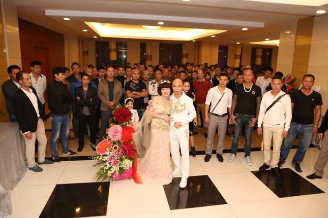 Đại gia Thái Bình chi tiền tỷ mời 50 ca sĩ trong tiệc sinh nhật vợ - ảnh 1
