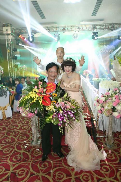 Đại gia Thái Bình chi tiền tỷ mời 50 ca sĩ trong tiệc sinh nhật vợ - ảnh 4