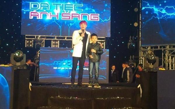 Cậu bé ung thư được lên sân khấu hát cùng Sơn Tùng - ảnh 3