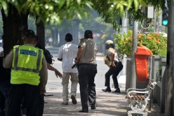 Đại sứ quán thông tin tình hình người Việt ở Jakarta qua Facebook - ảnh 1