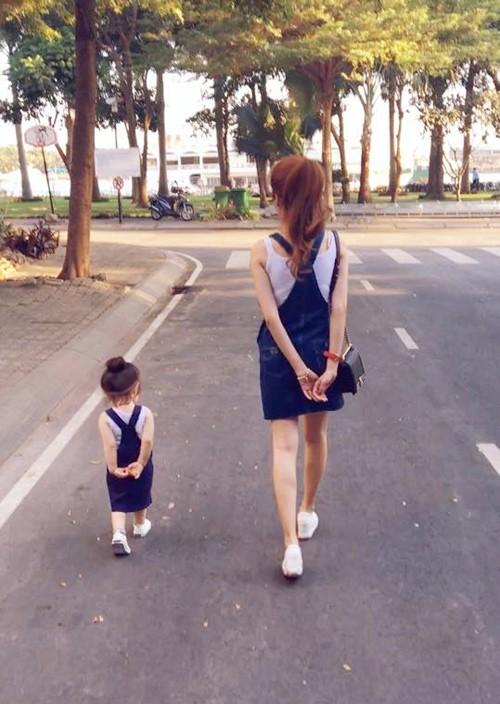 Bộ sưu tập đồ đôi mẹ - con cực 'chất' của Elly Trần - ảnh 2